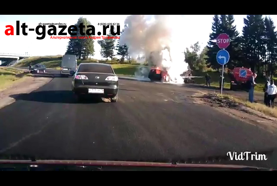 Легковой автомобиль сгорел после ДТП с грузовиком