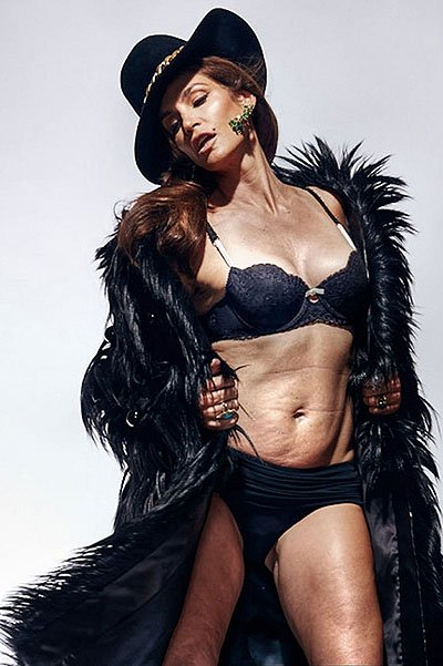 Синди Кроуфорд продемонстрировала свое тело без ретуши