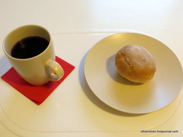 кофе с булочкой.JPG