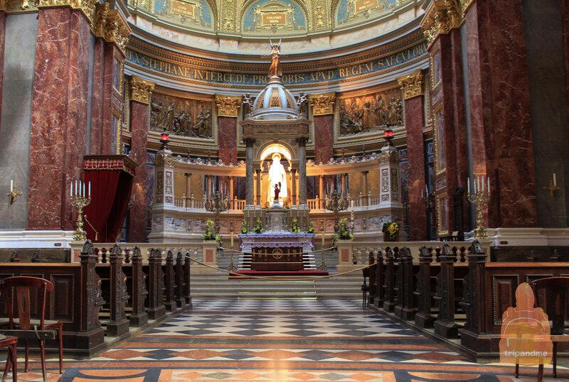 Внутреннее убранство базилики поражает