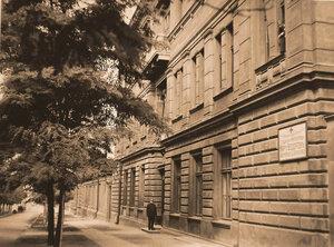 Вид части бокового фасада здания офицерского лазарета.