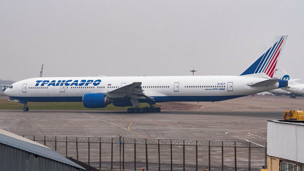 EI-XLP B773 Transaero VKO.jpg