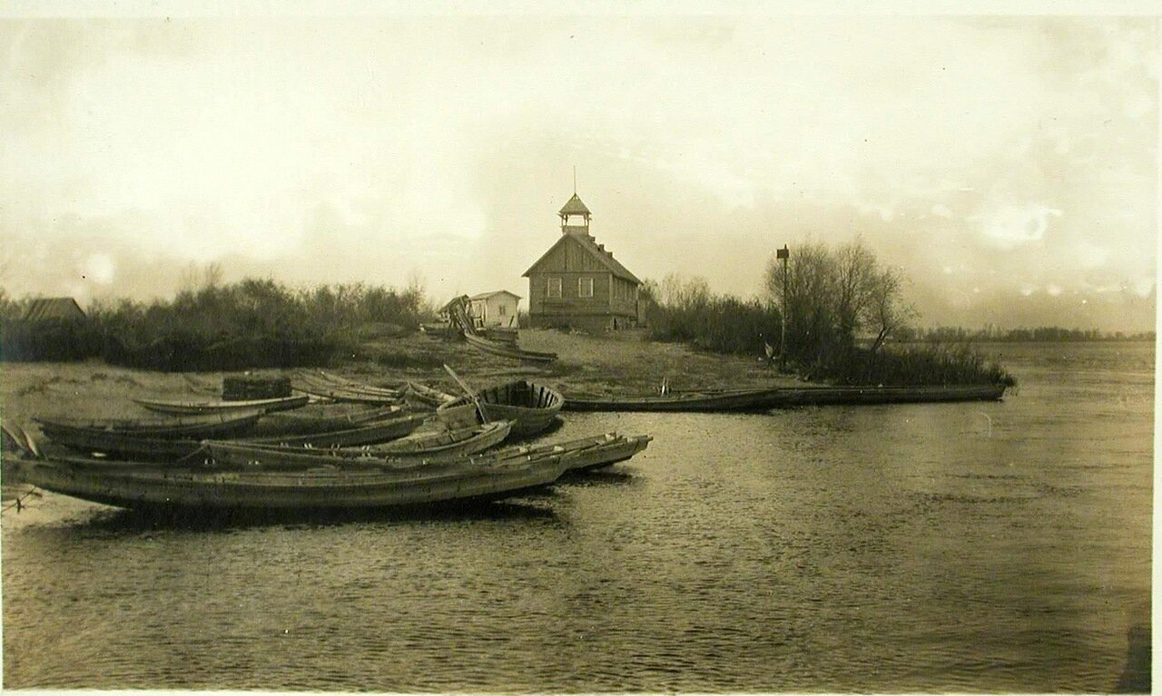 18. Вид с парохода «Головачев»  на урочище Наталка