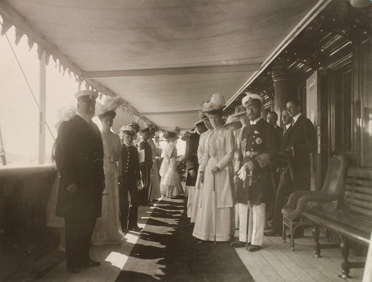 16. Королевские и императорские семьи на палубе Императорской яхты «Штандарт»