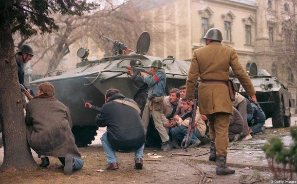 street-fighting-romanian-revolution.jpg