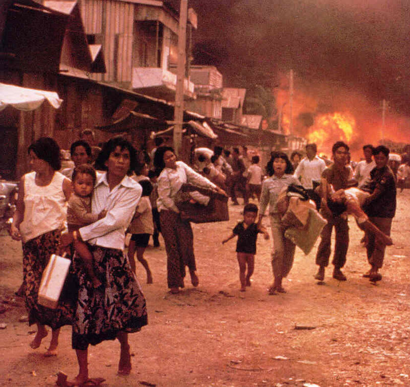 1975 Phnom Penh – Khmer Rouge attacking the capital where over a million people had sought refuge.jpg