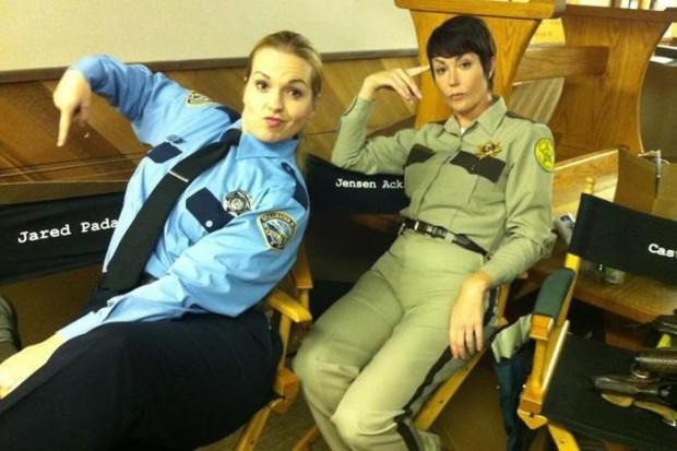 Шериф Джоди Миллс возвращается в эпизоде 10.08