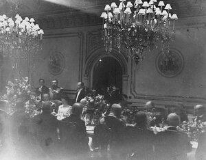 Завтрак в честь приезда итальянского короля Виктора Эммануила III в здании итальянского посольства.
