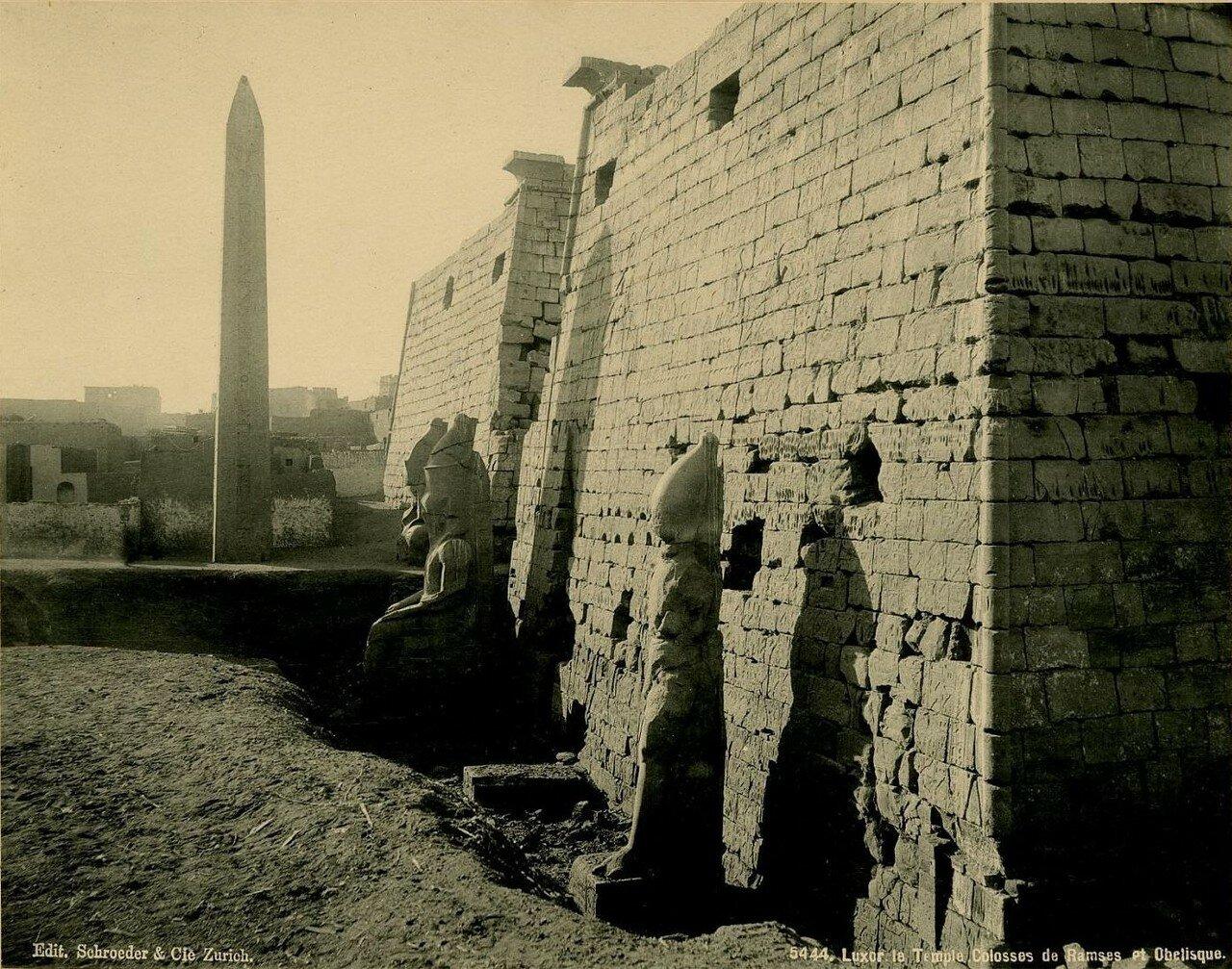 Луксорский храм. Северный вход. Четыре колосса-монолита и обелиск