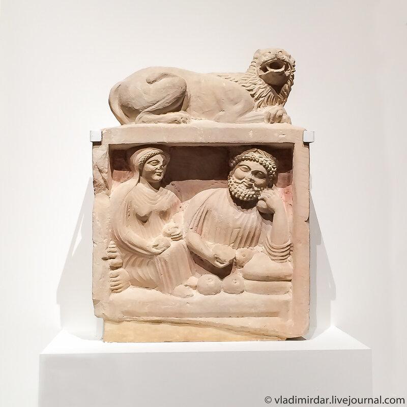 Рельефное изображение супругов за трапезой. Надгробие.