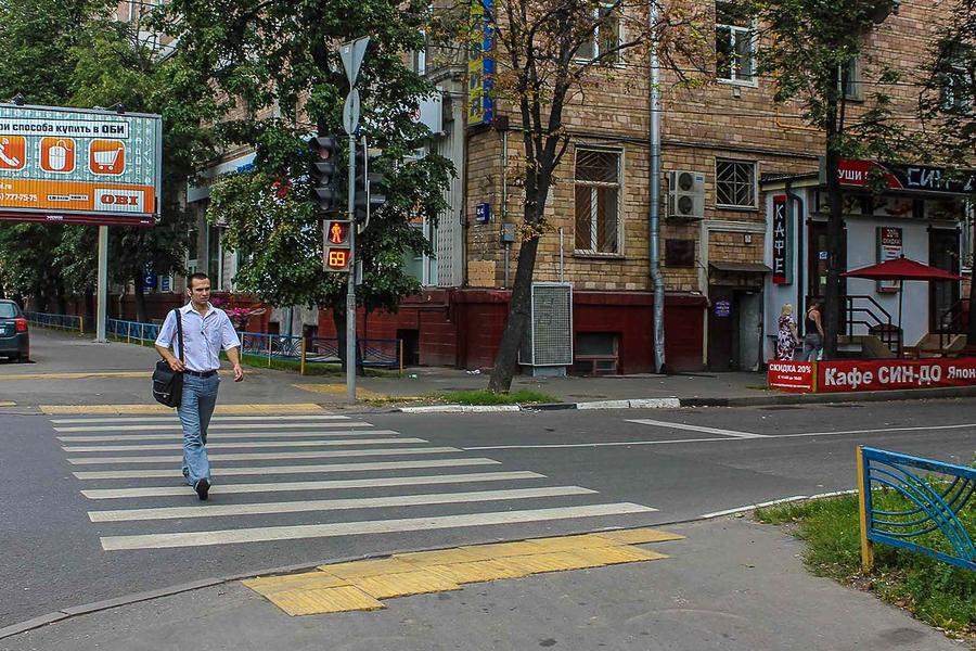 Дистанция между транспортным средсвом при ожидании зеленого сигнала светофора