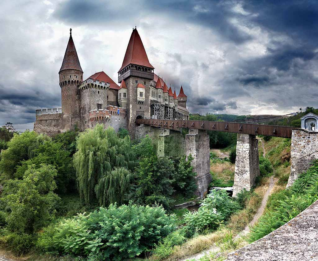 CorvinovCastle_beautifulplace_by (2).jpg