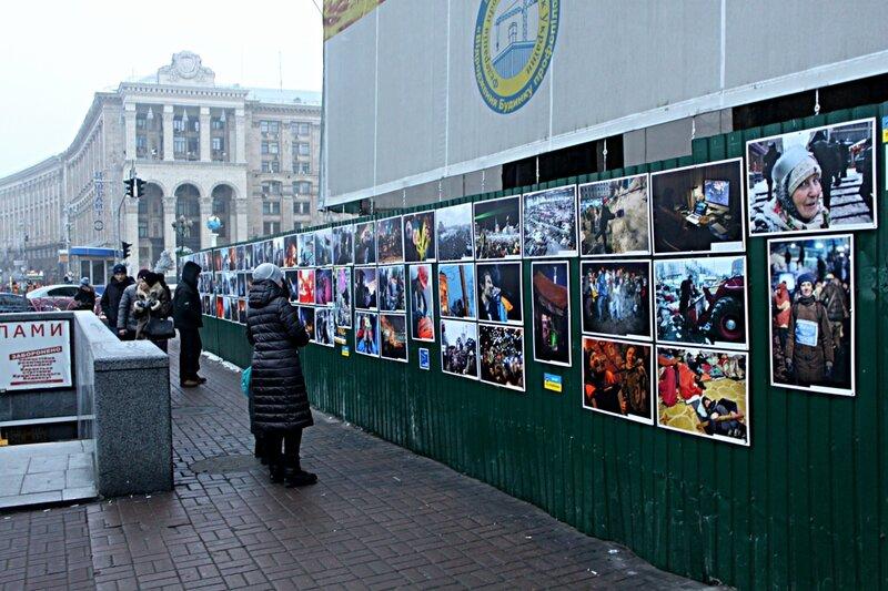 Выставка фотографий Евромайдана на Крещатике