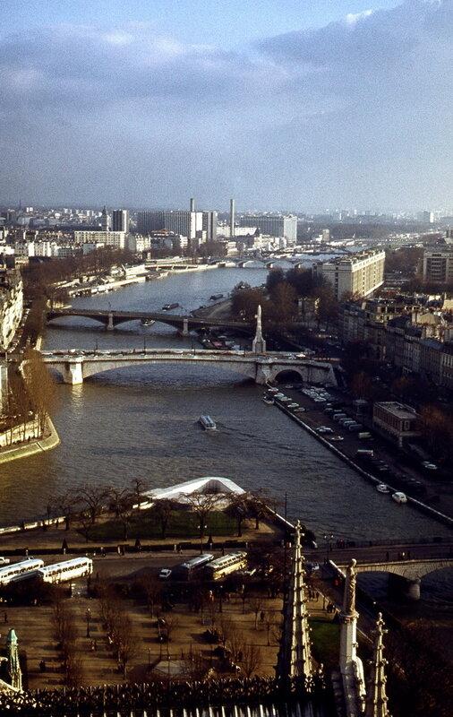 Вид на южную часть Парижа с обзорной площадки Нотр-Дама.jpg