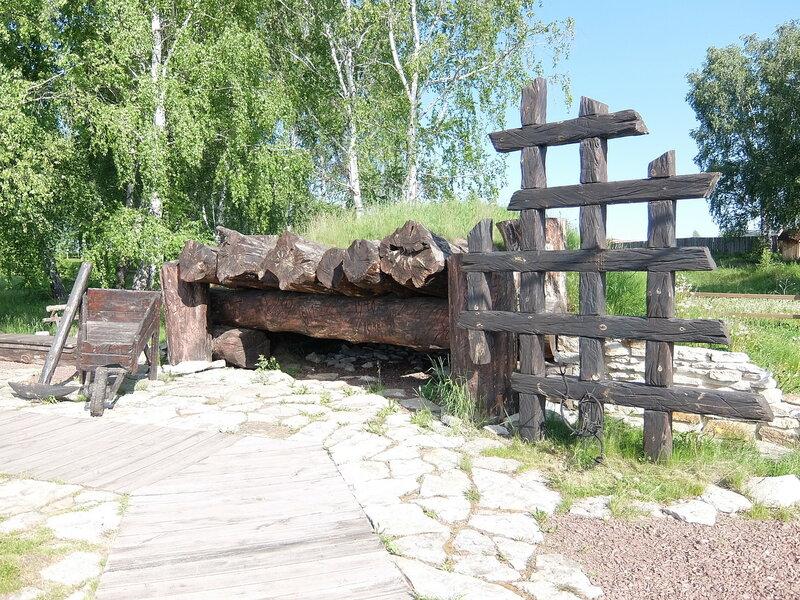 Мемориал жертвам Сиблага - Накат из бревен