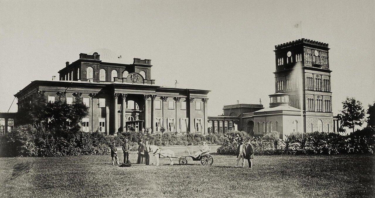 Дворец И.Ф. Паскевича в Гомеле. Фасад и башни со стороны площади