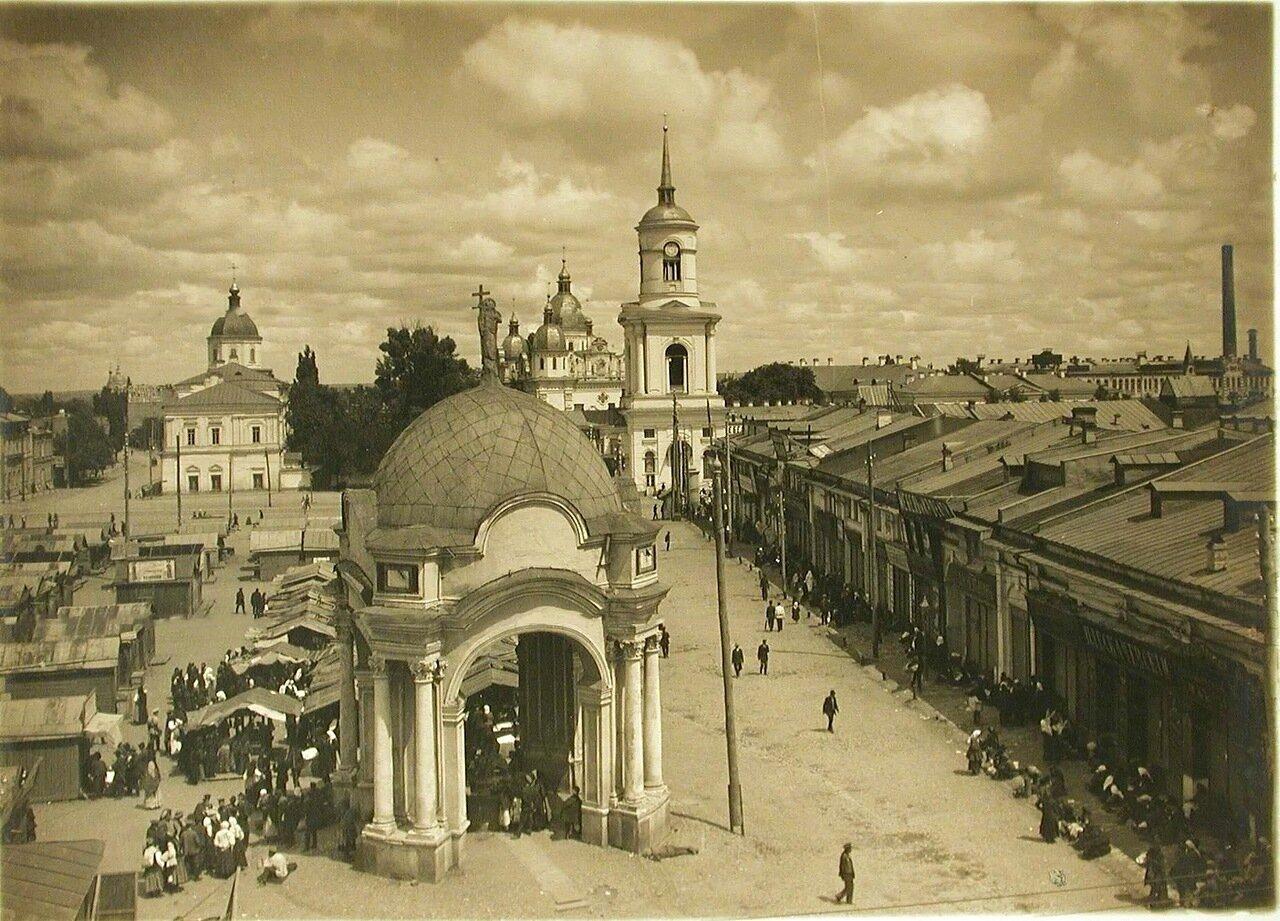 42. Вид на Подол (район Киева, расположенный вдоль р. Днепр); слева - Ильинская церковь