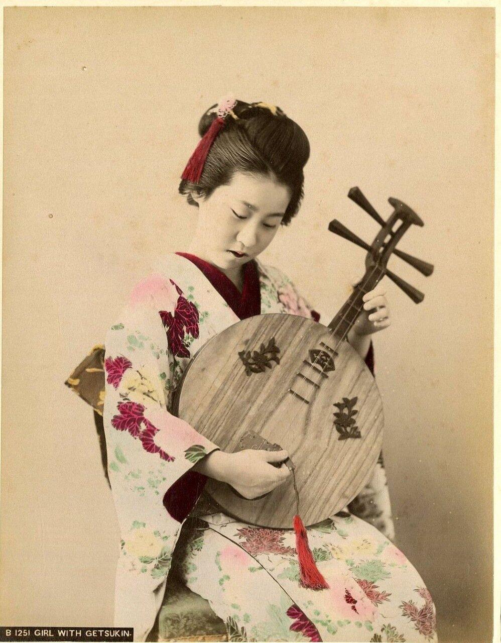 Девушка с гетсукином