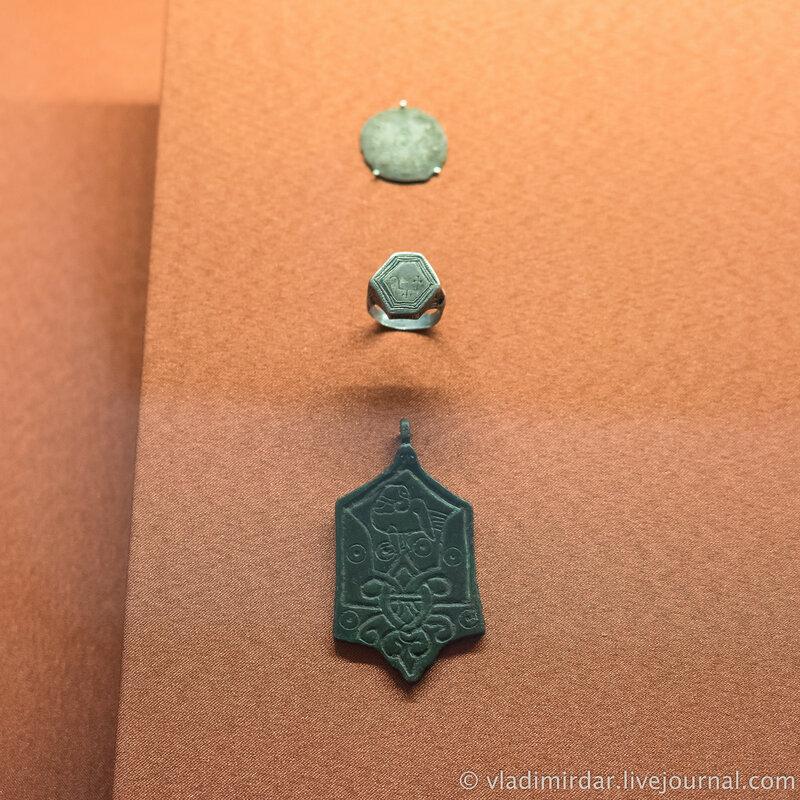 Перстень, подвеска со знаком Рюриковичей. Печать актовая привесная.