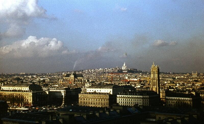 Вид на северную часть Парижа с обзорной площадки Нотр-Дама.jpg
