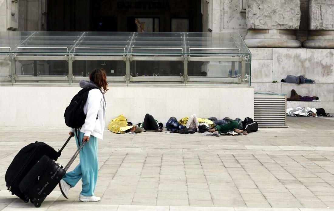 Ж/д вокзал итальянского Милана превратился в бомжатник: Миграционная политика ЕС (11)