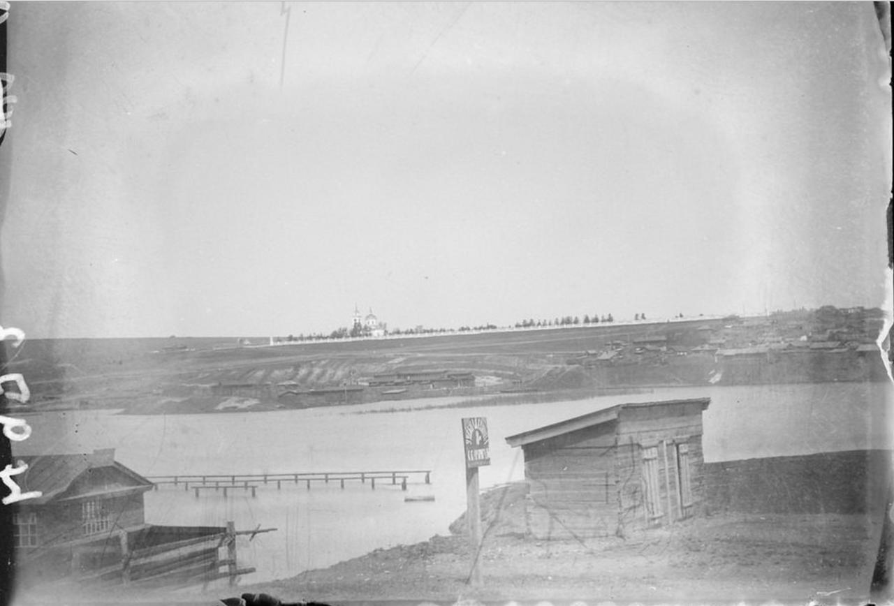 Река Кача во время разлива. Вид на Троицкое кладбище и Троицкий собор