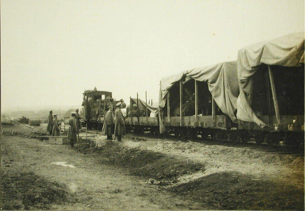 42. Специальный поезд, предназначенный для корреспондентов различных газет, на путях