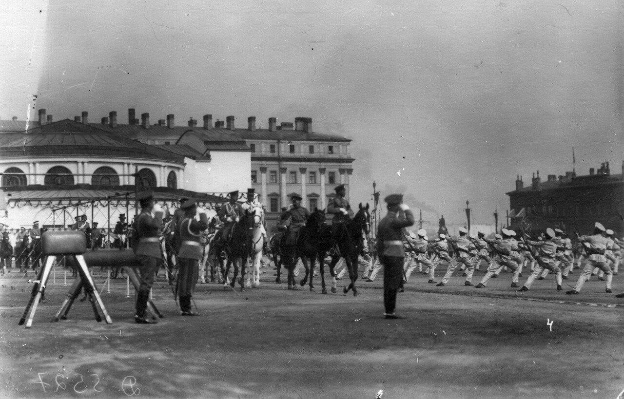 74.Император Николай II и сопровождающие его офицеры на Марсовом поле во время смотра Потешных
