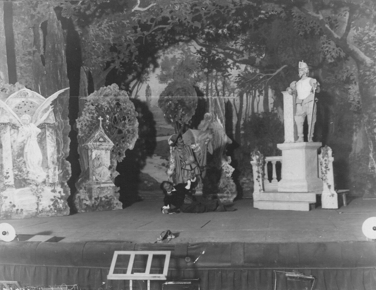 11. Сцена оперы «Каменный гость» в зале Консерватории.