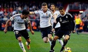 «Реал» прервал рекордную серию побед, проиграв «Валенсии»