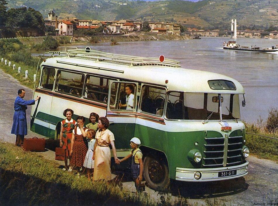 Berliet car-interrurbain-PLA-1955.jpg