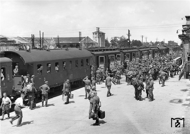 Севастополь. Купейные вагоны. 1942 г..jpg