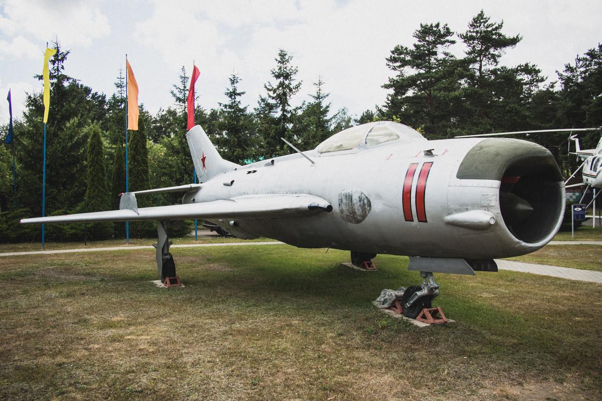МиГ-19 — советский одноместный реактивный истребитель первого поколения, разработанный в начале 1950