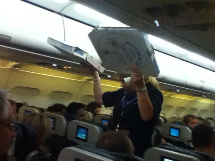 Пилот накормил пассажиров задержанного рейса