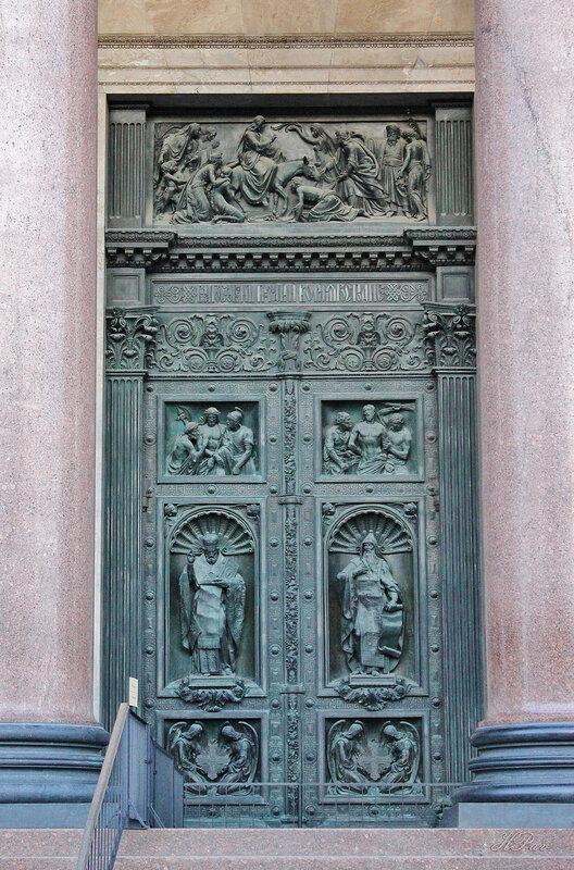Двери Исаакиевского собора