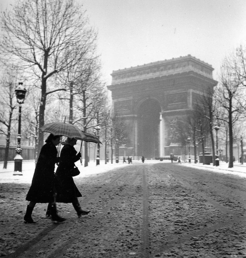 1940. Триумфальная арка в снегу