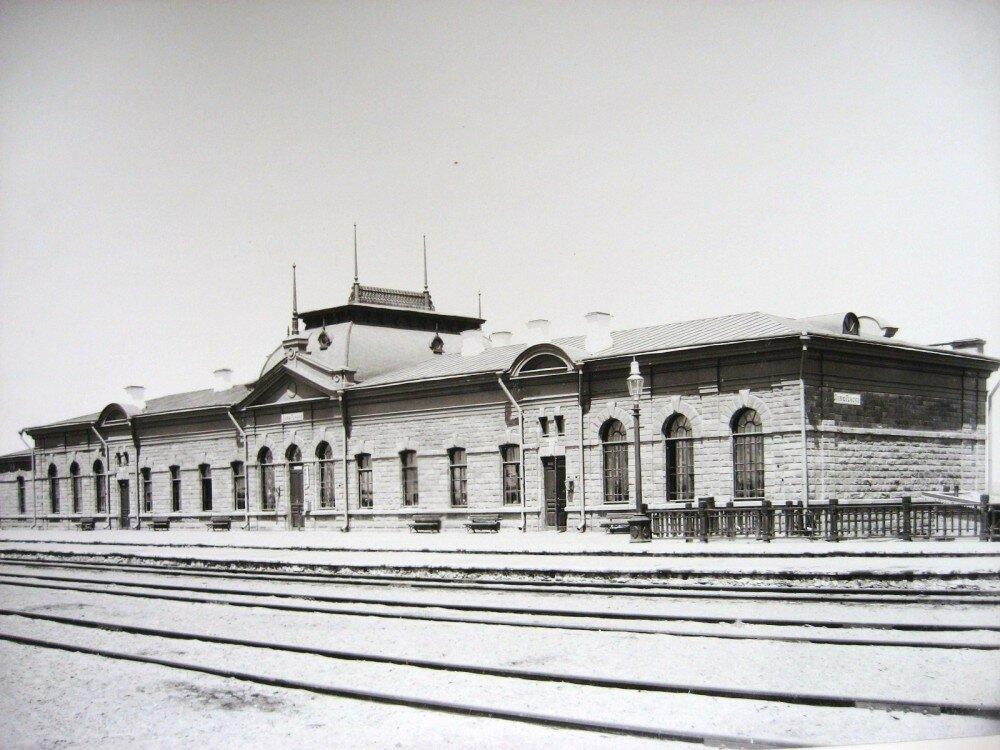 15. Пассажирское здание на станции Актюбинск
