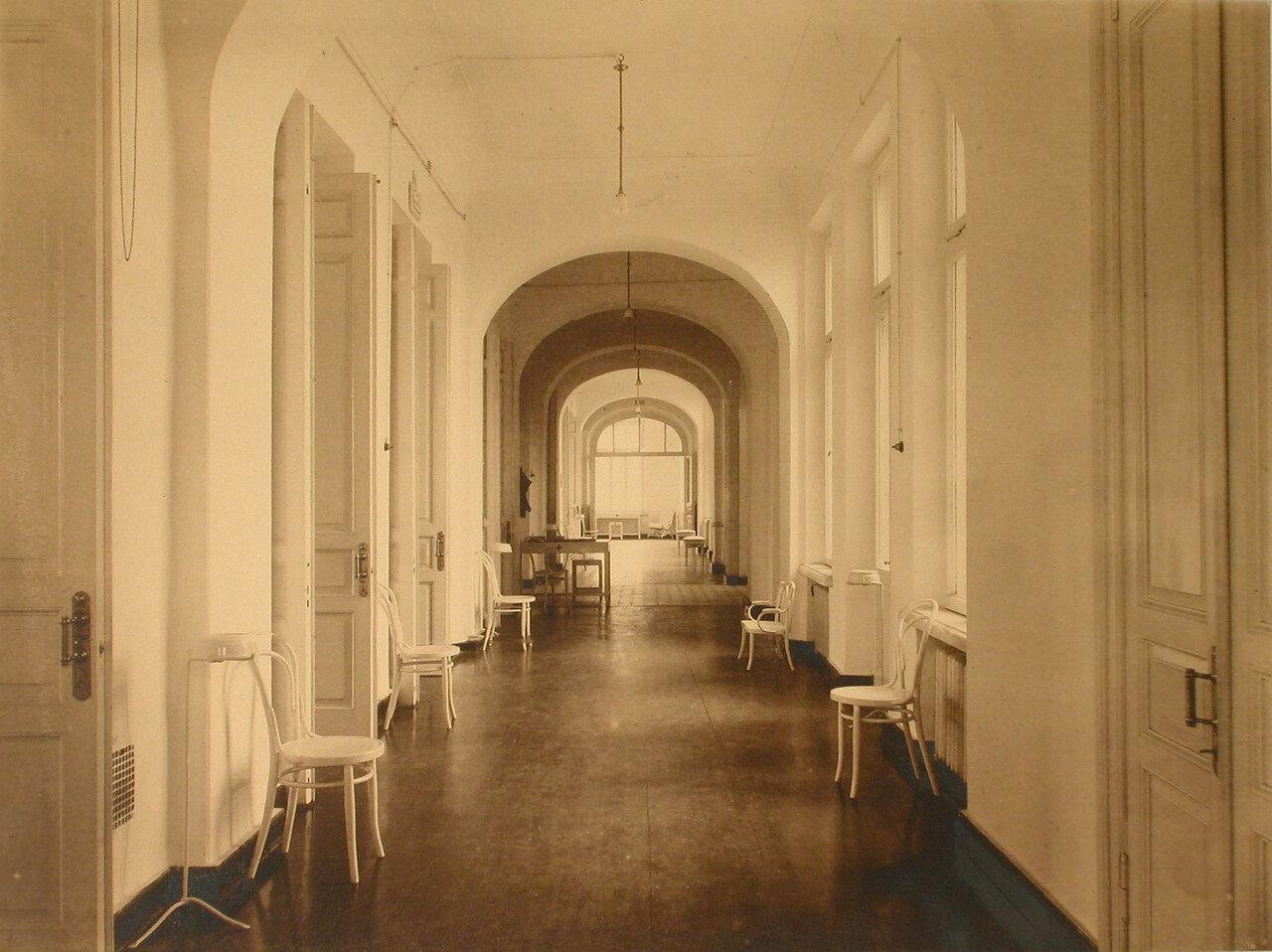 03. Вид части главного коридора в здании общины