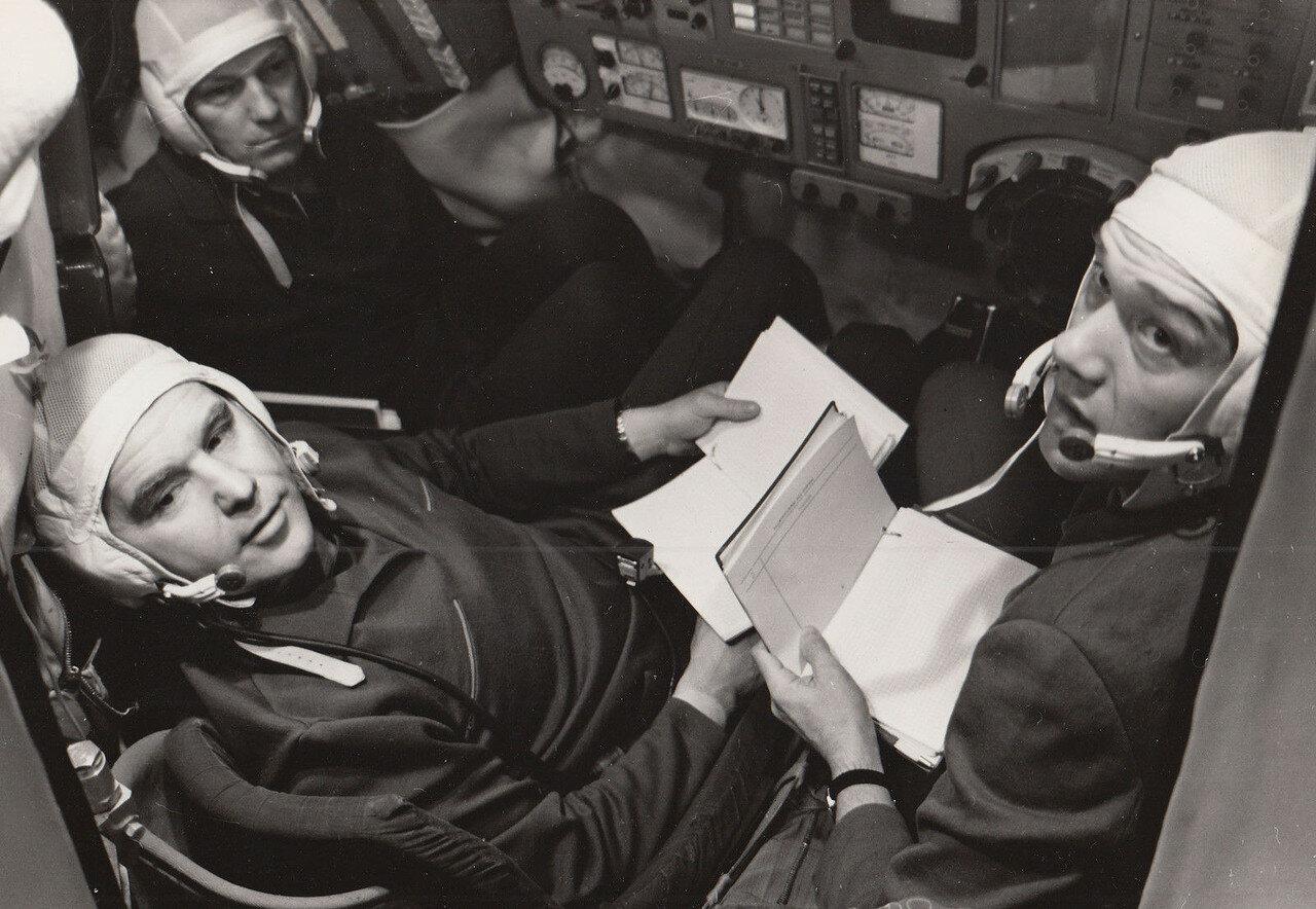 1971. Экипаж космического корабля «Союз-10».  Владимир Александрович Шаталов,  Алексей Станиславович Елисеев и Николай Николаевич Рукавишников