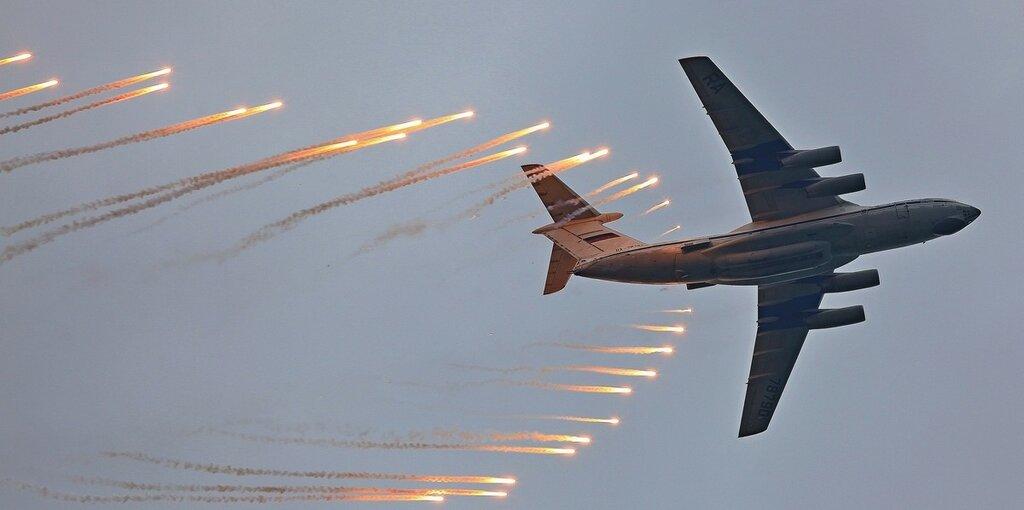 78790 Отстрел тепловых ловушек.jpg