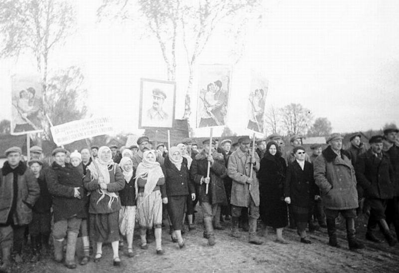 Жители деревни Kolodino отправились на выборы.