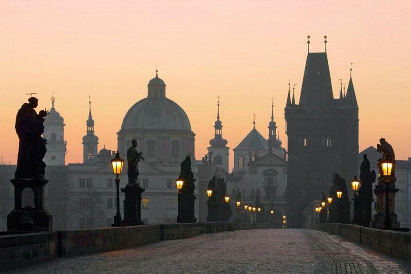 Карлов_мост_на_рассвете,_Прага_resize.jpg