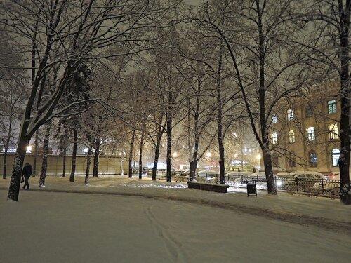 Вечер. Снег.