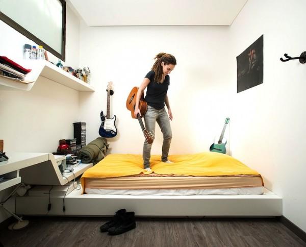 Девушки в своих спальнях