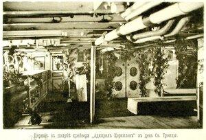 Внутренний вид церкви на крейсере I-го  ранга Адмирал Корнилов в день Святой Троицы