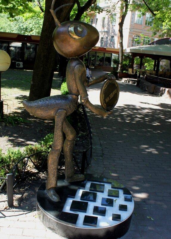 Памятник Киперу Webmoney