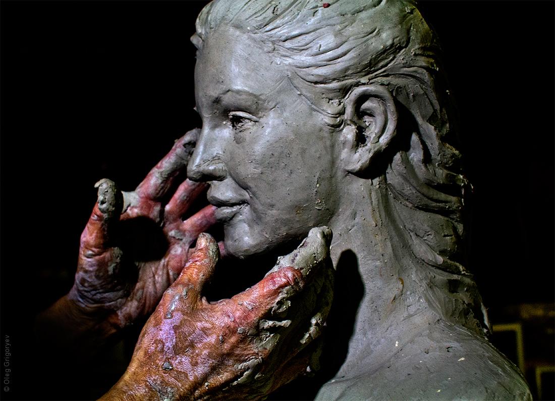 руки скульптора