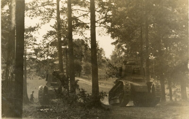 латвийские танки  -30-е годы.jpg