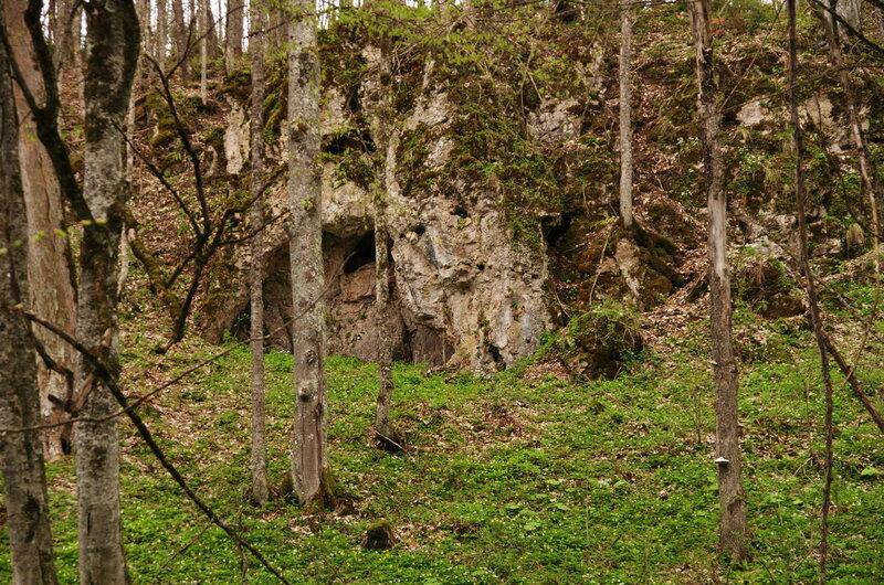 Там может быть пещера