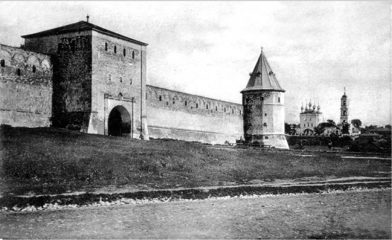 Богоявленские ворота и Спасская церковь